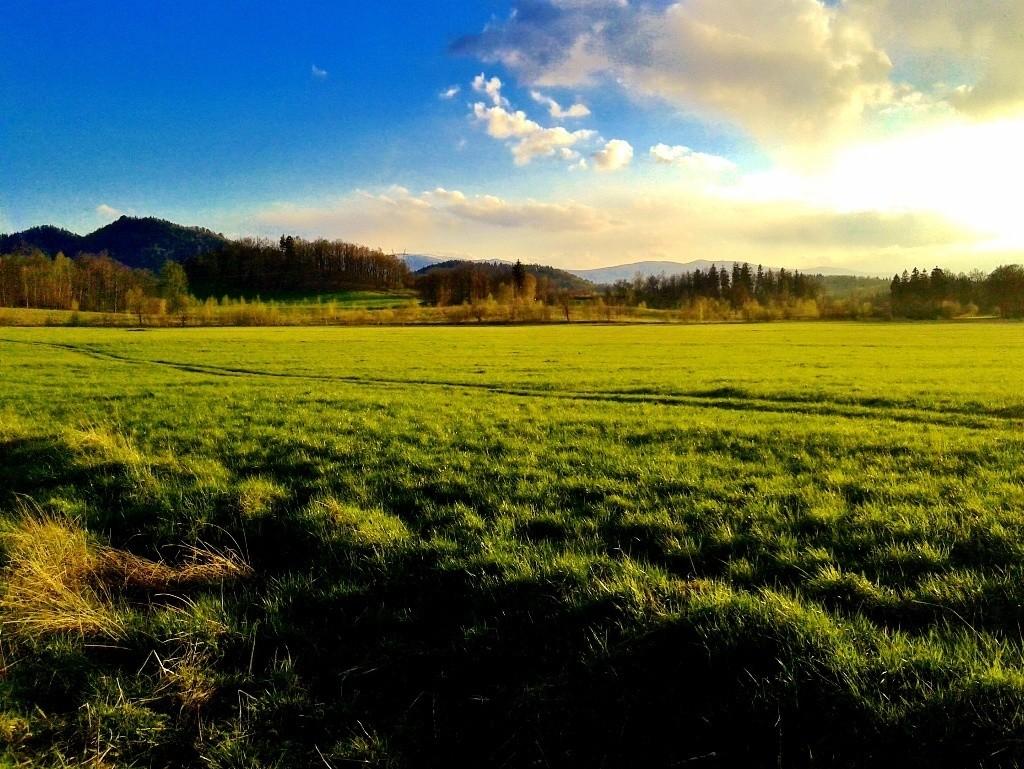 janowice wielkie gory zachod slonca pole